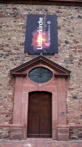 Die Lichtinstallation zur Lichterkirchrche hatte einen 3 Meter großen Engel als Haupfigur